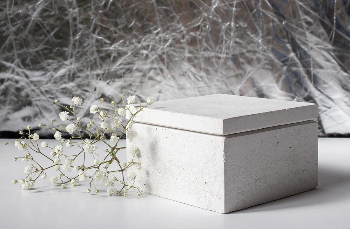 Fehér design beton ékszerdoboz.