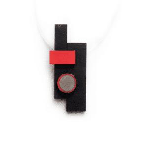 Piros fekete fa és beton nyaklánc.
