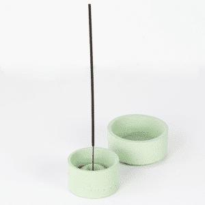 Világoszöld beton dizájn ültetőtálka és füstölőtartó szett.