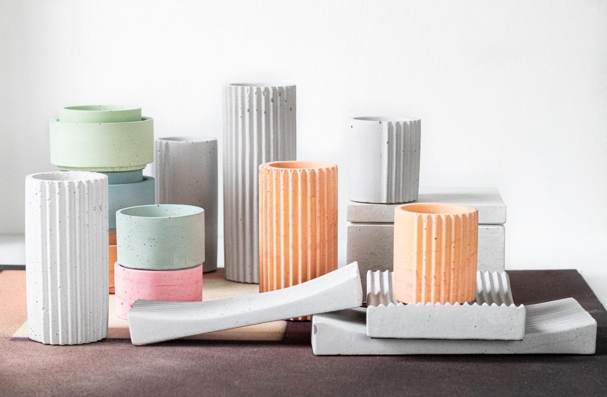 Színes beton tárgyak design lakáskiegészítők.
